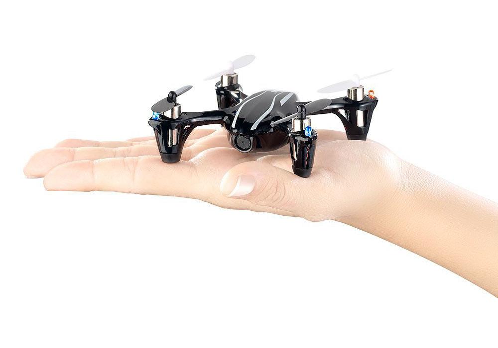 Simulus Quadrocopter auf der Hand
